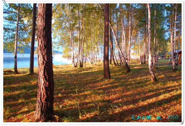 贝加尔湖独特的自然景观以及它如画的风景为发展从生态旅游到极致