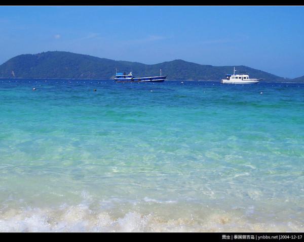 回复黄虫的图片:这次本来还挺想去普吉岛的,但听说春节期间热闹的可以,都是人挤人。BF老生常谈的说道,去华欣吧。这次只是你第一次去泰国,但会使许多次中的第一次,以后咱们还去呢。 我才不甘的同意。看了网站攻略不甘心华欣好像没有普及或者PP岛的沙子细海水绿。 LZ,强烈建议你去长滩岛,非常美非常美。我第一次去的时候,回来就想我的人生梦想就要在哪个海边开个小酒吧:)每天BF跟我冲浪吃海鲜游泳~~~