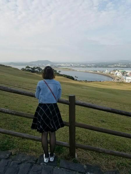 个人觉得海边的背影是最美的,不是人美,是景美  从成山日出峰看海