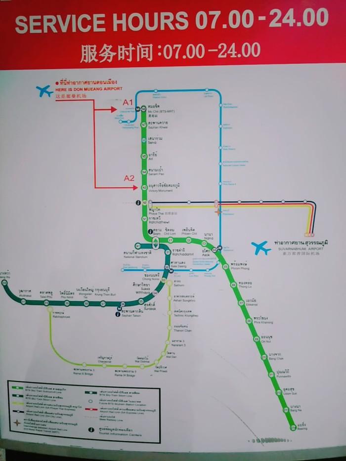 [题主采纳]廊曼机场没有BTS也没有地铁,所以建议直接打车或者提前网上订好接机。不然就自己先去坐机场大巴到最近的BTS【mochit】再转。 大皇宫和考山路都在老城区,也没有BTS和地铁,所以去大皇宫的话推荐坐公交船,考山路直接打车。 大皇宫的话,其实不建议你当天去。因为你早上十点到廊曼机场,过海关取行李出机场差不多11点,打车的话直接到大皇宫那一带的老城区也要一个小时,就是12点。 你还要办理酒店入住,还要吃午饭。弄过下来怎么都要下午1点过2点才有时间。 大皇宫三点半停止进入,四点半清场。你这个时候赶去