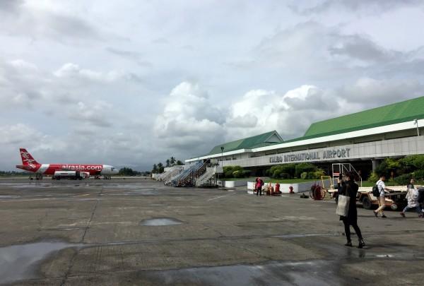 北京t2机场起飞五个小时之后到达离长滩岛最近的可以起降国际飞机的