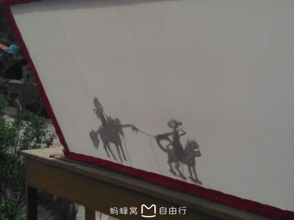 彩等方面吸取了青海民间剪纸艺术的表现手法,逐步形成了具有浓厚图片