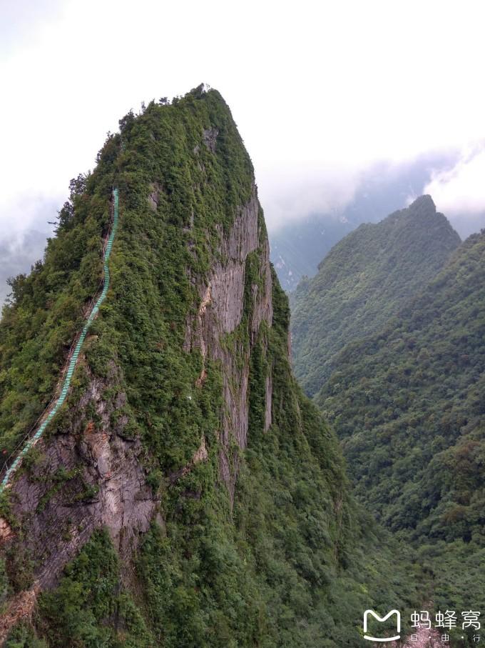攀岩项目所处的铸剑峰,是八台山景区最具特色的一座山峰,东西
