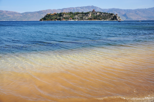禄充风景区属于澄江,而阳光海岸属于江川,江川离玉溪和通海差不多距离