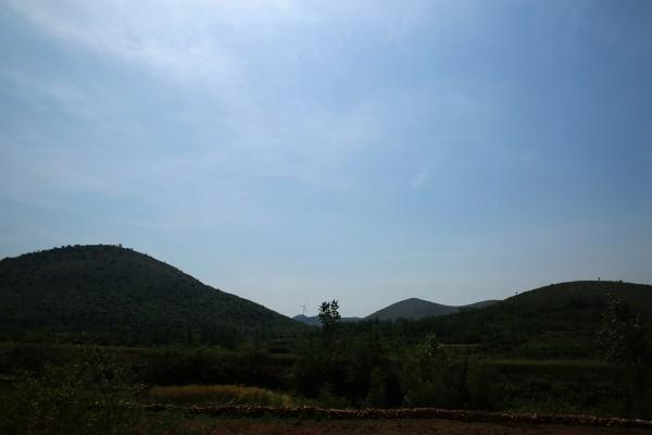 龙脊山自然风景区 位于新蔡镇,  西距淮北中心15公里,  南距宿州