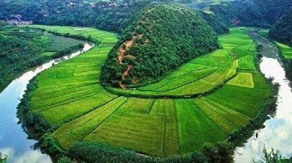 九乡风景名胜区位于宜良县九乡彝族回族乡境内,距昆明90公里,距宜良县