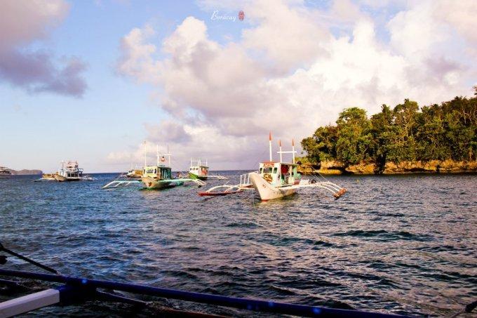 碧蓝的海水,和煦的阳光使长滩岛成为著名的度假胜地,度假村和酒吧星罗