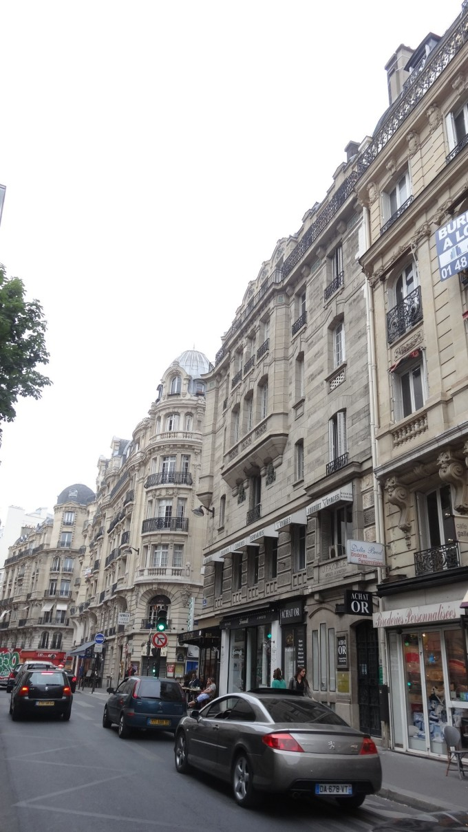 巴黎的老佛爷和巴黎春天是必去不可的地方,几乎全是中国人啊
