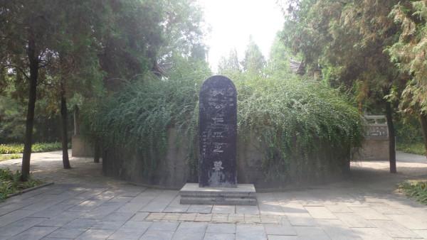 齐云塔院在白马寺东二百余米处,有一座千年宝塔——东土第一释迦舍利