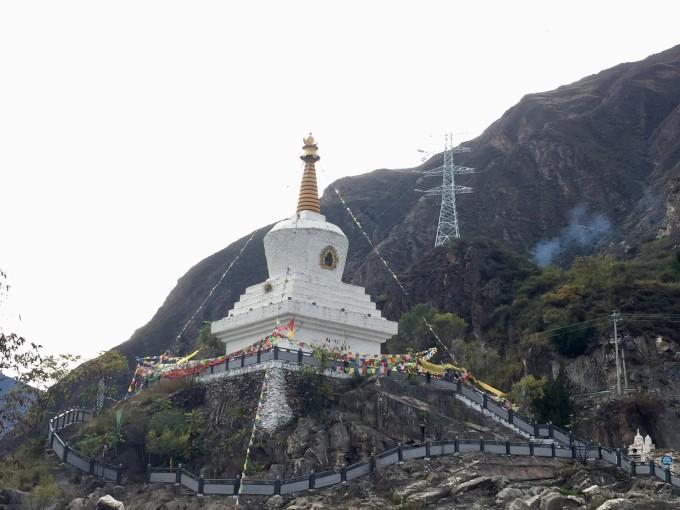 四姑娘山风景区位于四川省阿坝藏族羌族自治州小金县四姑娘
