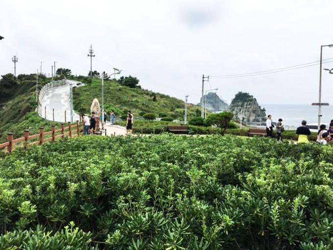 是音乐水幕以及楼顶的动物园,顶楼的看台眺望整个釜山港的景色特别美.
