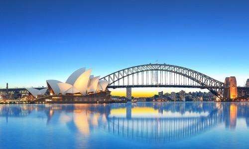 继后乘坐悉尼水上飞机(自费)从海陆空全方位欣赏悉尼