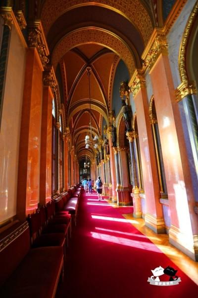 上传四张国会大厦内部的结构和装饰