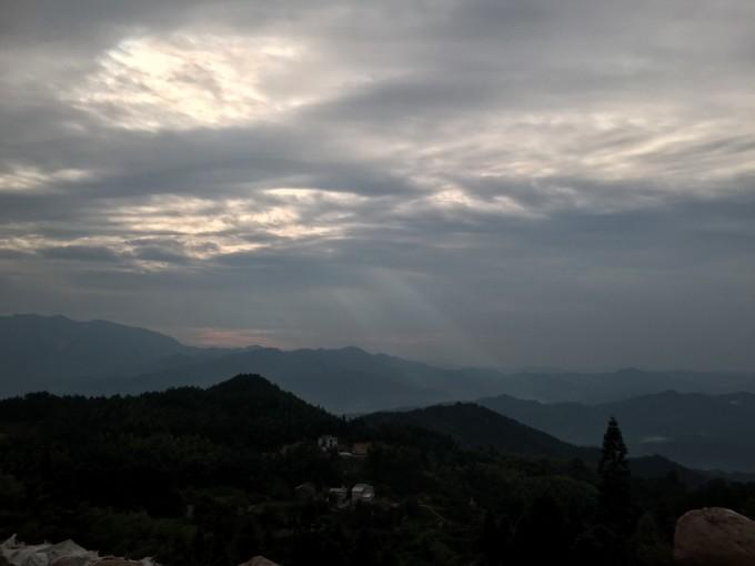 罗田天堂寨风景区位于湖北省罗田县大别山国家森林公园东北,大别山