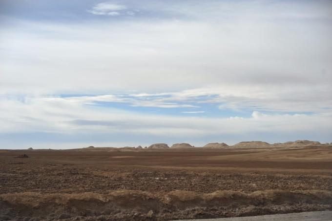 大柴旦---20km---柴达木盘地公路---200km---青海冷湖雅丹---40km