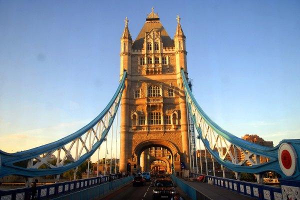 英国双层大巴与伦敦塔桥